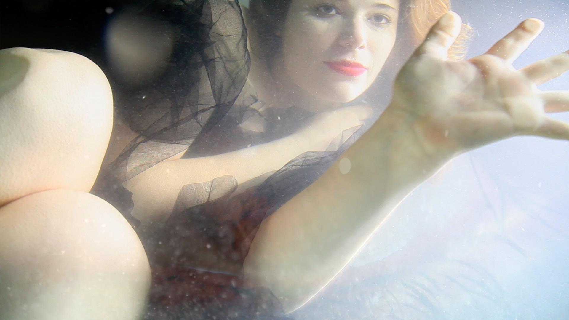 fever-clip-video-viviane-riberaigua-realisateur-paca Director Music Video-Réalisateur Viviane-Riberaigua