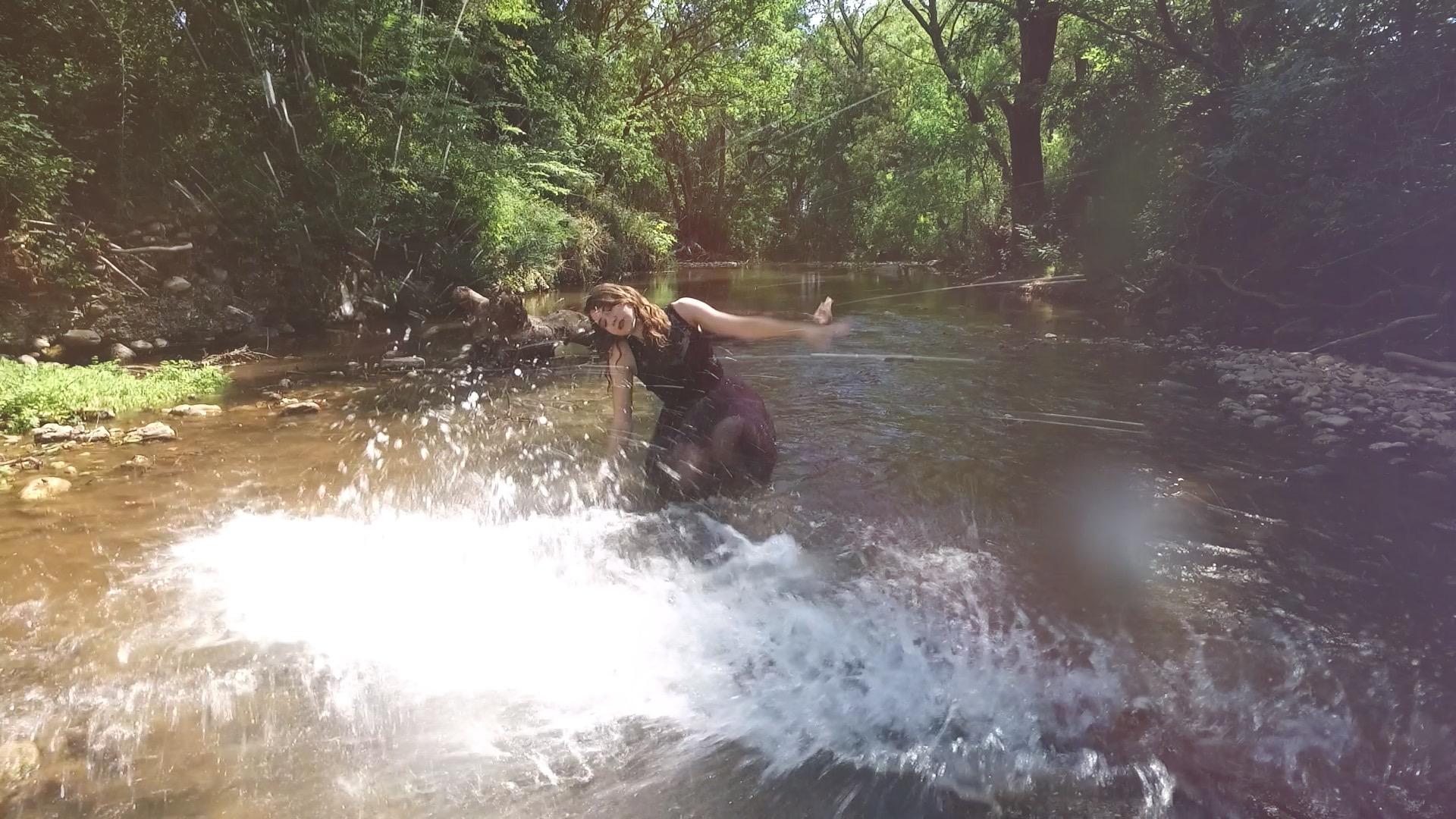 clip video musique – eau clip – Juste en rêvant – Elerose-music -viviane -riberaigua -realisateur music video director. 1